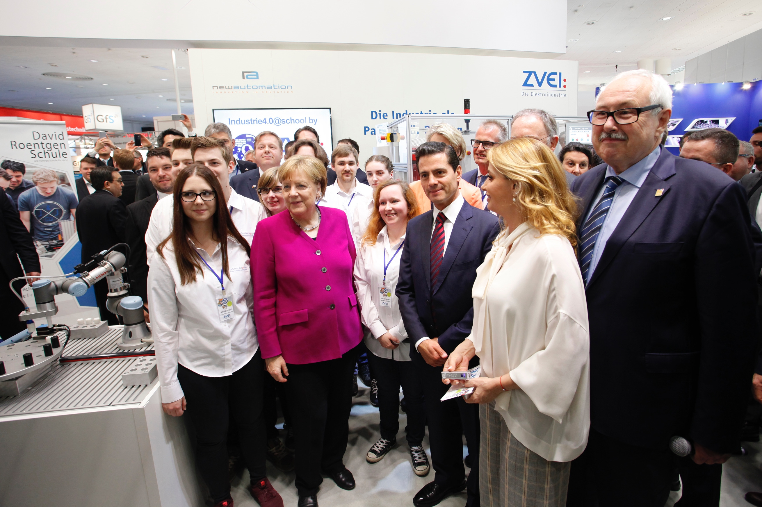 Bundeskanzlerin Merkel Besucht Industrie 40 Projekt Der David